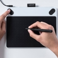 WACOM-Intuos-Draw-แผ่นวาดรูปดิจิตอล-รุ่น-CTL-490-W0-C-ขาวดำ